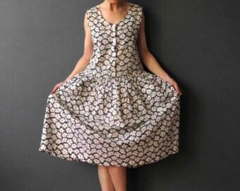 80s White Daisy Print Cotton Apron Sundress Medium