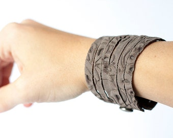 Leather Bracelet / Original Sliced Cuff / Sandcastle