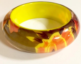 Vintage Chunky Translucent Lucite with Reverse Floral Design Bangle Bracelet