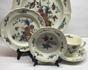 Vintage Wedgwood place setting 5 piece Williamsburg Potpourri by Wedgwood Saucer Etruria Barlaston Pattern 1972 Vintage