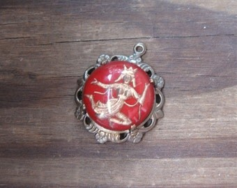 Vintage Glass Siamese Dancer Intaglio Cabochon in New Brass Ox Round Pendant Setting Red (1)