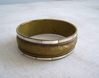 Vintage Boho Bracelet, Brass Copper Inlaid Shell Textured Bracelet, Mother of pearl Stacking Bangle, Chunky Boho 1970's MOD Art Deco Jewelry