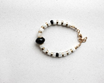 Minimalist Black Agate and White Moonstone beads bracelet, Delicate bracelet, Black and White bracelet by pardes