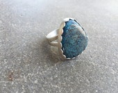 Kingman Spiderweb Turquoise Ring   Sterling Silver   Matte Finish   Size 8   Scalloped