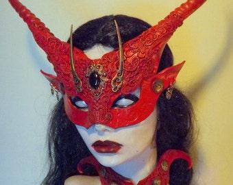 Red Banshee mask & Collar