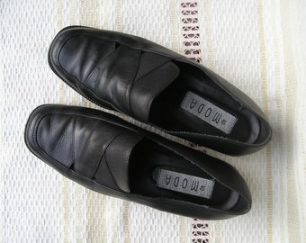 Vintage black leather loafers, size 40 (EUR), 9 (US)