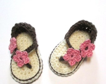 Baby summer sandals with flowers or butterflies.  Made to order.  0-6 months, 6-12 months.  Crochet baby summer flip flop sandals