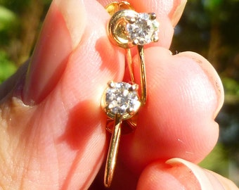 Beautiful  Screw Back  DIAMOND Stud earrings in 14KT yellow gold