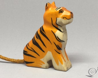 Toy Tiger Baby woodencolurful orange black stripes sitting Size 6,0 x 7,5 x 2,0 cm (bxhxs) approx. 27,5 gr.