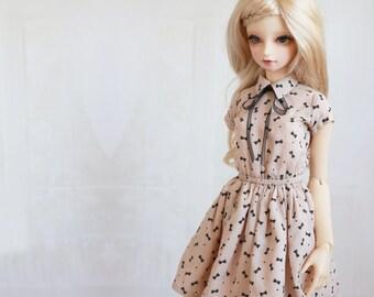 SD10/13/Gr/Unoa Zero Vanilla Milkshake Vintage Ribbon Print Short-sleeved Collared dress with Organza Ribbon Accent