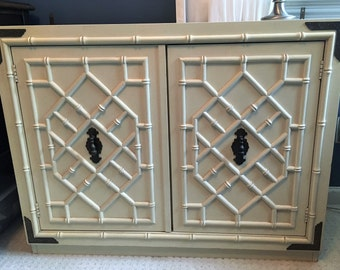 Huntley Thomasville Chinese Chippendale Fretwork Faux Bamboo Vintage China Cabinet - Local Pick Up Akron, Ohio