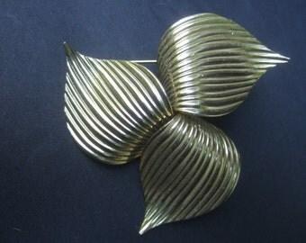 Elegant Large Gilt Metal Brooch by Sarah Coventry