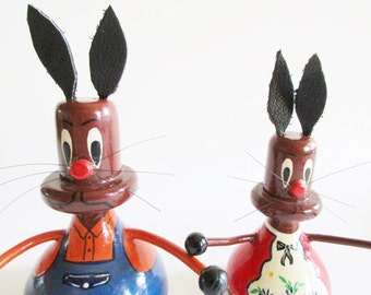 Pair of Rare German DDR Vintage Easter Erzgebirge Retro Handpainted Wood Bunnies, made in the 70s