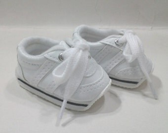 White tennis shoes - Match the Daisy Outfits