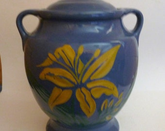 vintage McCoy cookie jar with yellow day lilly