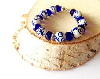 White Delfts blue ceramic bracelet. Dutch tulip bracelet. Blue white bracelet. Dutch porcelain bracelet. Netherlands bracelet.