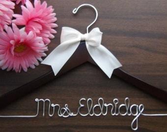 Personalized Keepsake Hanger, Custom Made Bridal Hangers, Bridal Shower Gift idea, Wedding Hangers with Names, Wedding Photo Props