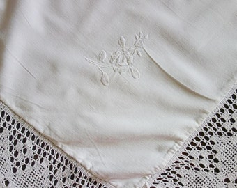 Magnificent  Quilt Cover with 29 embroidery and large Handmade Lace Border - High quality cotton circa approx. 1940 French Vintage