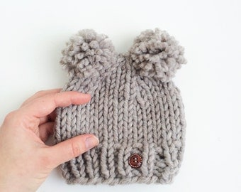 Double Pom Kids Baby Mouse Chunky Pom Hat Beanie Newborn Baby Babyshower Gift Newborn Prop Photography with Wooden Button Sand