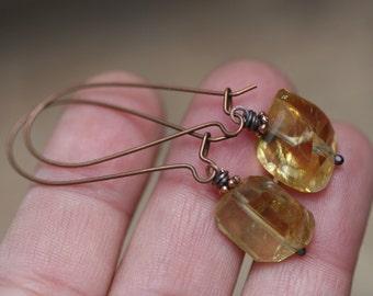 Citrine Rustic Jewelry earrings n00 - solitary faceted rough citrine stone . November birthstone . kidney ear wires . elongate elegant long