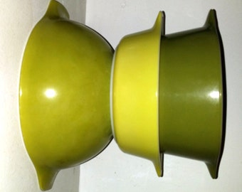 Avocado Green Pyrex Bowl Nesting Mixing Bowl Set of 3