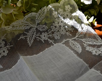 Vintage Light Ivory Wedding Handkerchief, Floral Lace, Scalloped Edges 3444