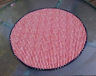 Patriotic round quilted table runner