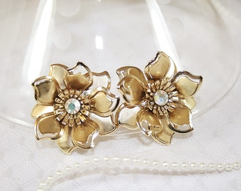 Vintage Flower Earrings Aurora Borealis Rhinestone Earrings Classic Vintage Earrings