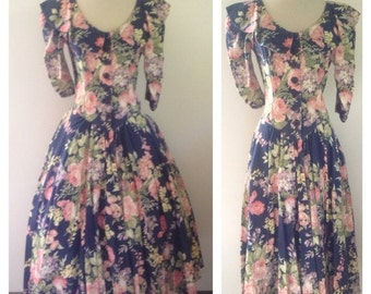 ON SALE 1980s does 50s Floral Button Front Day Dress Size M/L