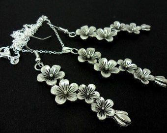 A hand made flower themed  necklace and earring set.
