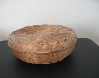 Vintage Weaved Round Basket With Lid