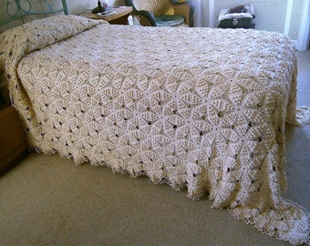 Hand Crochet Vintage Bedspread, Twin Size Bedspread, Double Bed Off-White Coverlet, Ivory Cotton Bedspread, Snowflake Design, Popcorn stitch