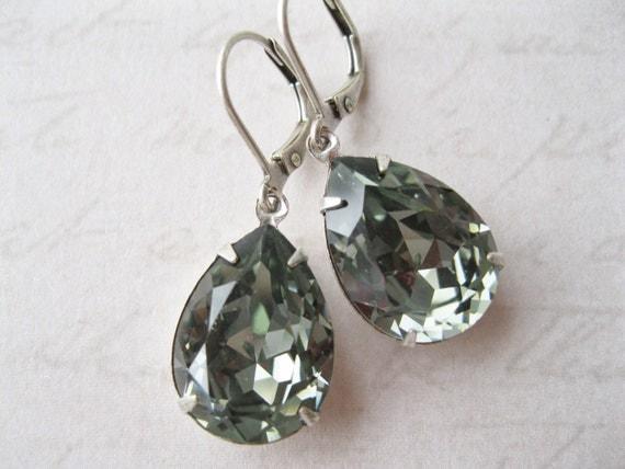 Grey Teardrop Earrings Vintage Style Wedding Jewelry Black Diamond Swarovski Elements Grey Bridesmaid Earrings New Years Eve Wedding