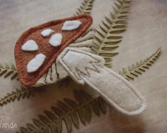 Mushroom hairpin/brooch