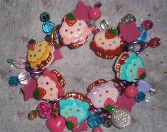 Cupcake charm bracelet/ Cupcake bracelet/ Cupcakes/ Desert bracelet/ beadiebracelet