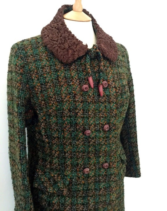 Vintage tweed suit 1950s 1960s skirt jacket outfit Astrakan detatchable collar Mod Goodwood Riddella wool boucle green orange boxy UK 14