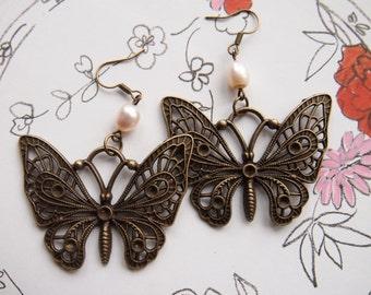 Brass earrings with wild pearls