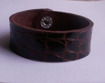 "Reddish brown leather bracelet in the ""Crocodile-look"", lengths and widths can be selected"