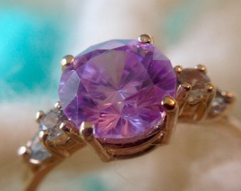 14K Gold Ring with Pale Purple Center Stone and Clear Accents (st - 1239)