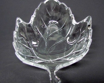 Vintage Clear Glass Leaf Tray for serving candy or as a soap dish - Home Decor - Collectibles