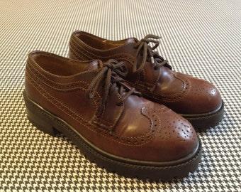 1990's, heavy, lug sole, wingtip, spectator oxfords, in dark brown, leather, Women's size 8.5