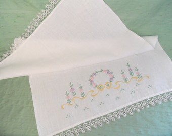 Tatted and embroidered guest hand towel / vintage huck cotton