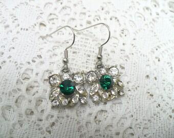 Vintage GREEN and Clear RHINESTONE Bridesmaid Earrings - WEDDING - Silver tone metal - Vintage repurposed - Bridesmaid gifts - pierced