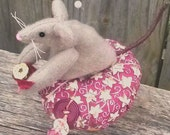 Mouse Pin Cushion-Primitive Mothers Day Mouse-Ball Pin Cushion
