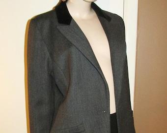Vintage Emmanuelle Khanh tailored jacket.Original French vintage.Velvet collar,nipped-in waist.