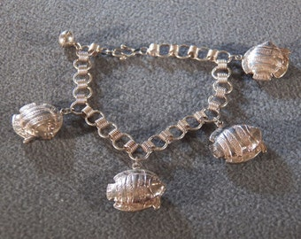 Vintage Sterling Silver Multi Puffed Fancy Etched Fish Design Charm Style Link Bracelet    ~~        **RL