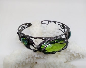 Stained glass bracelet.Wire bracelet.Stained glass jewelry.Semi-precious stone Peridot.Gift for woman. Make an order.