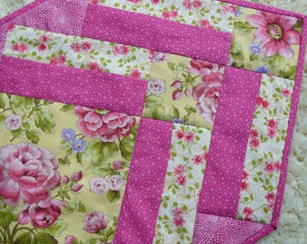 Quilted Spring Table Runner  (M28)
