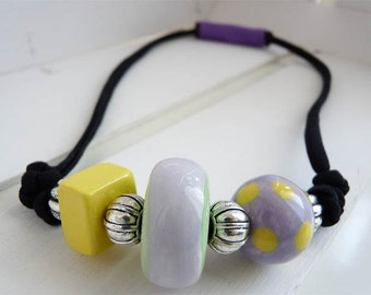 Necklace with ceramic beads yellow/lilac