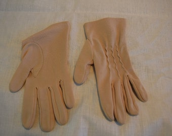 Women's vintage tan wrist length gloves with squiggle detail on back of hand size 6